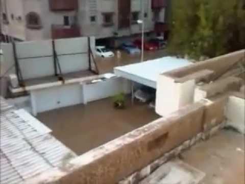 Jeddah Flood 2011 Video - Stuck inside office at Palestine Street