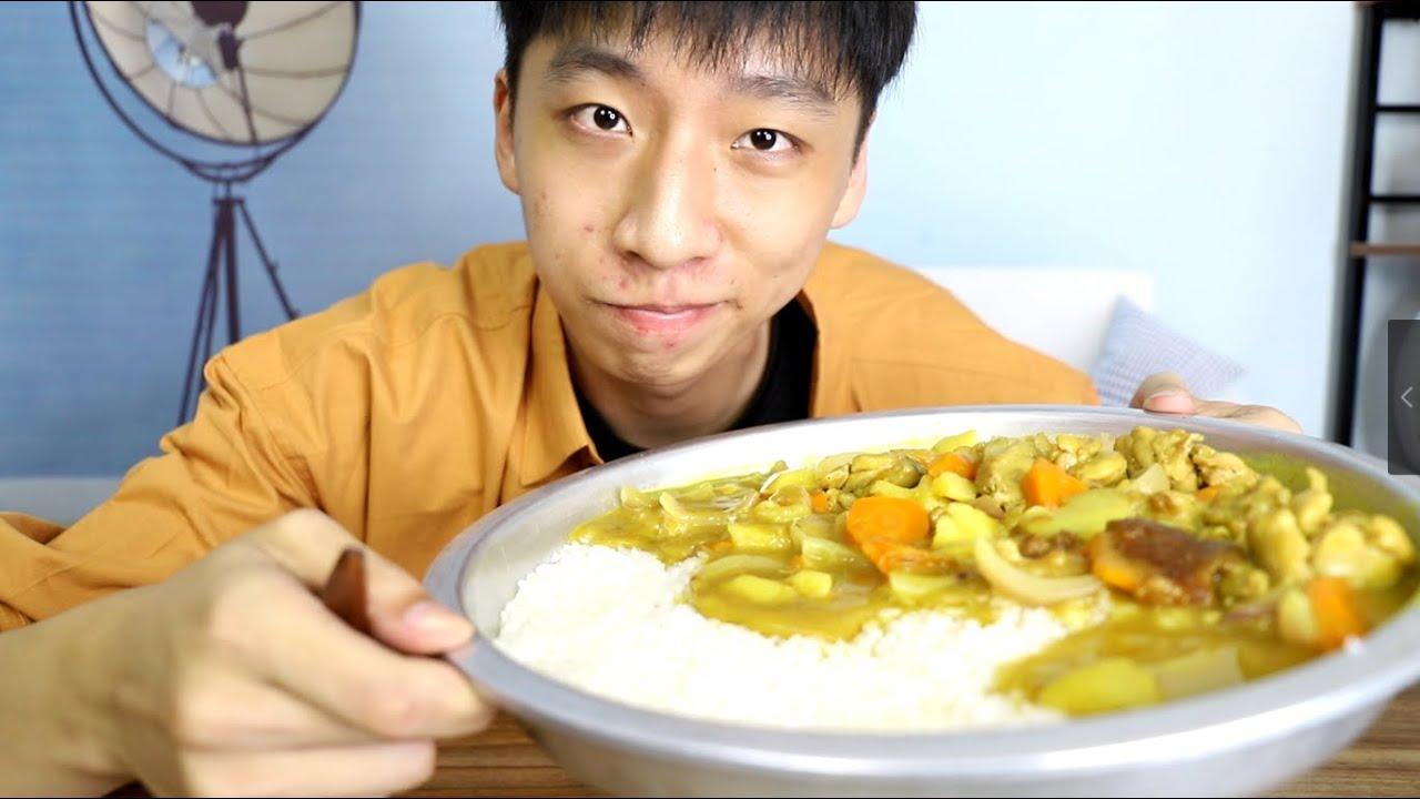 帅小伙用两斤鸡腿做咖喱鸡,配上半盘米饭,一次性吃爽!