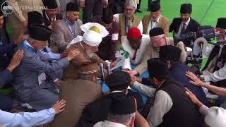 Jalsa Salana UK 2018: International Bai'at at the hand of Hazrat Mirza Masroor Ahmad