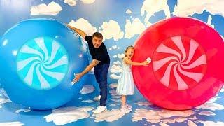 Nastya와 아빠는 사탕 박물관에서 즐거운 시간을 보내십시오