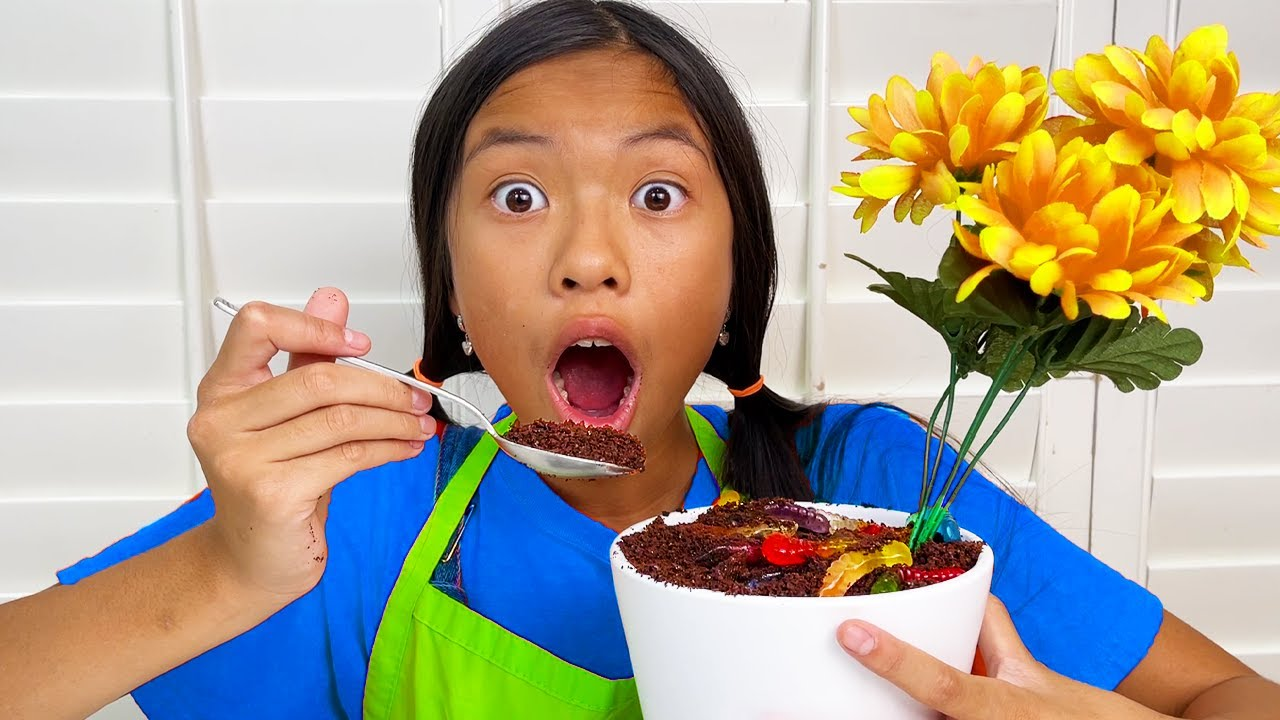 Download Wendy Eating Dirt and Worms | Oreo Dirt Dessert Kids Food Challenge