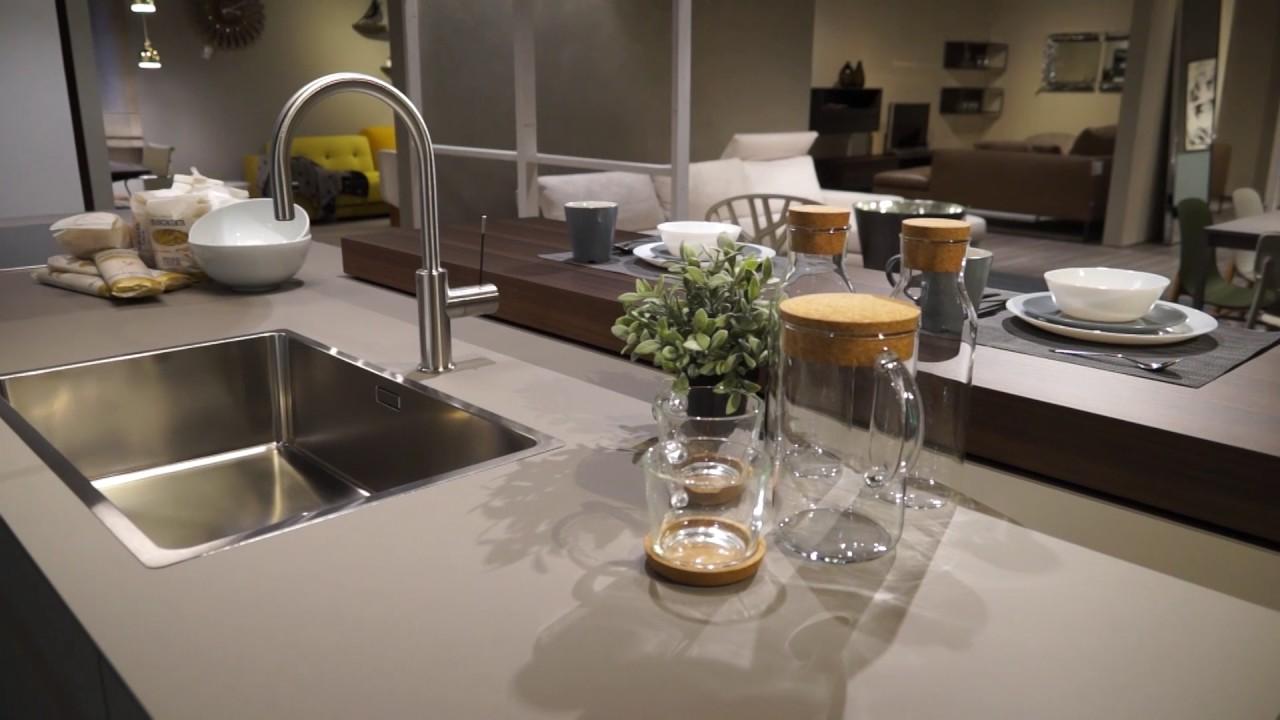 Ostilio mobili cucine moderne e contemporanee dada youtube for Cucine alta gamma