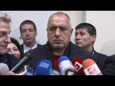 Бойко Борисов: Когато през 2014 г. подготвяхме концепцията в здравеопазването, мозъчно-съдовите заболявания бяха една от основните причини за смъртност и инвалидизация на българите в активна възраст. Последва план, проект, осигурихме финансиране и днес България разполага с модерни центрове и техника за пълноценно лекуване на тези заболявания. И като показваме видимите резултати, ни най-малко не се заблуждаваме, че това е максимумът, който можем да постигнем. 2,5 млрд. лв. сме дали за американските и руски централи само тази година. Ако тези пари си бяха в бюджета, това правителство щеше да направи още много.