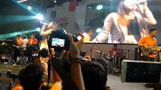 """Download Video Via Vallen Mengajak Ridwan Kamil Menyanyi Lagu """"Meraih Bintang"""" dan Lagu """"Sayang"""". MP3 3GP MP4"""