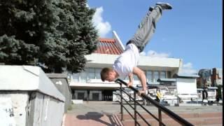 второе видео команды УЛИЧНЫЕ АТЛЕТЫ (г.Омск)(http://vk.com/street_athletes_omsk., 2014-08-01T15:26:15.000Z)