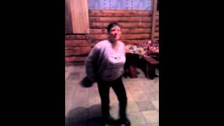Женщины не танцуют)))