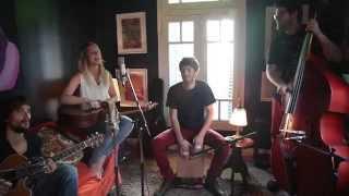 Músicos: Silvina Moreno - Guitarra, voz y kazoo Niky Salvador - Gui...