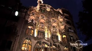 Barcelona city guide - Lonely Planet travel video(Rich in culture and bold with Catalan flair, Barcelona is one of Europe's great cultural powerhouses. Join Lonely Planet as they discover the city's highlights., 2013-08-06T13:52:25.000Z)