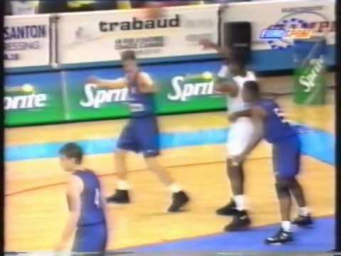 ex-NBA Michael Ray Richardson shoots for Antibes