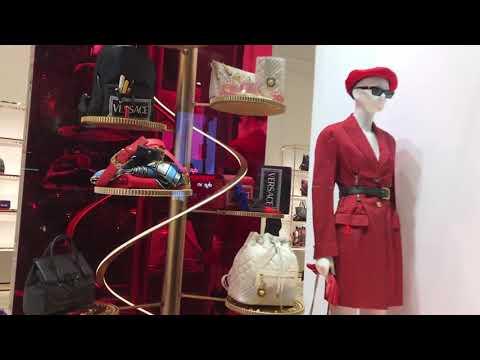 Versace - Holiday Window Shopping On New York's Posh Fifth Avenue