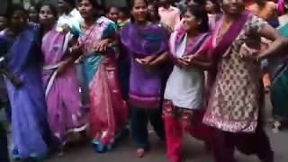 Adivasi karma dance (kurukh dandi) from Mumbai metro