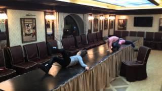 Банкетный зал(Танцы ночью на столах в Банкетном зале