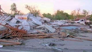 Deadly tornadoes sweep across central and southern United States