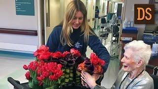 Флорист делает букеты из цветов, оставшихся после свадеб, и дарит их пожилым людям ЖЯ
