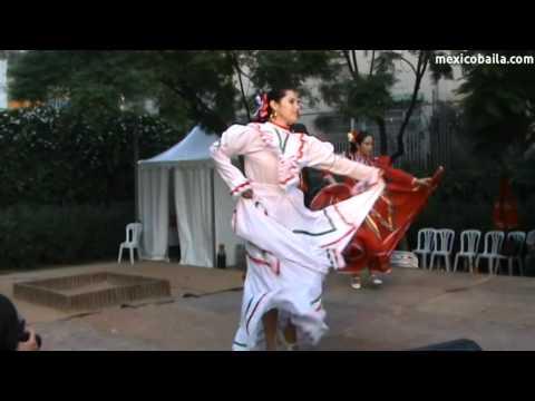 "La Negra - ""México Baila"" a la Festa Major de Gràcia 2011"