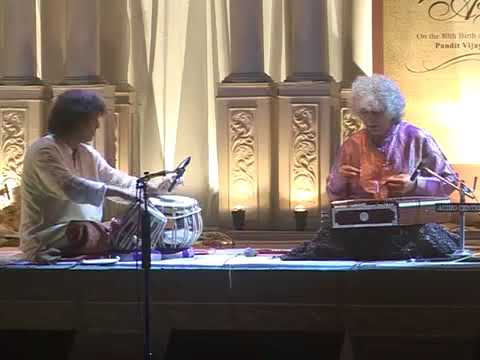 Ustad Zakir Hussain playing complex 7 beat cycles in 9 beats