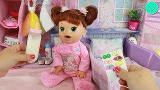 La Muñeca Baby Alive SARITA estrena joyas de juguete en su rutina de noche
