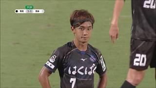 堀米 勇輝(甲府)がPKのチャンスをゴール右下に蹴り込み、ホームの甲府...