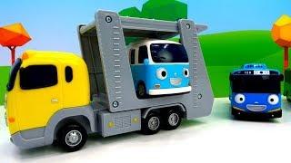 Erkek çocukları için video. Yardımcı araçlar: Taşıyıcı ve diğer arabalar.