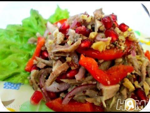 Рецепт: Салат из кальмаров с солеными огурцами и яйцом на