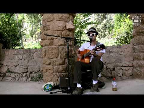 Barcelona Street Music : Over the Rainbow & What a wonderful world (HD)