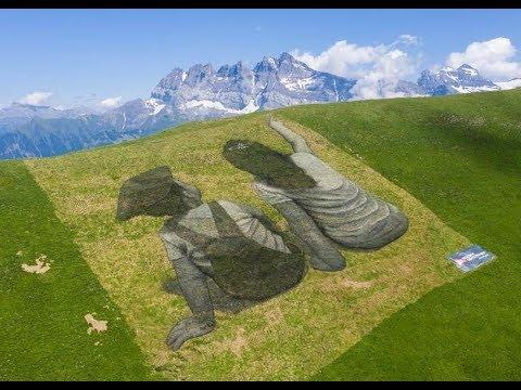 Ephemeral biodegradable land art 'fresco'  CCTV English