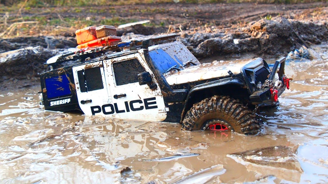 1/10 Scale Police Jeep Rubicon in off road 4x4