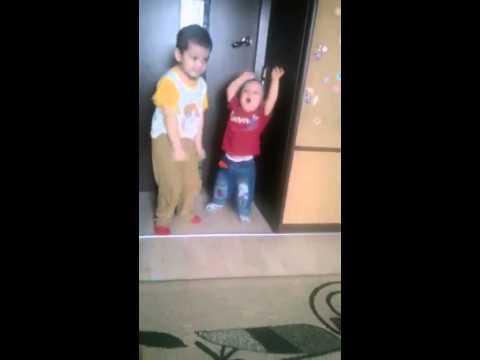 Дети  жгут . Танцоры - диско
