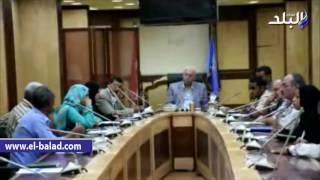 بالفيديو والصور .. محافظ أسوان يستبعد مدير عام مستشفى كوم إمبو المركزى