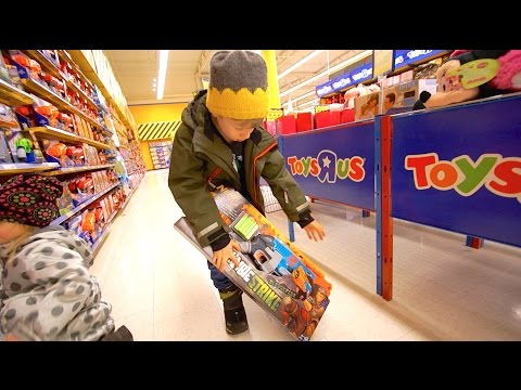 """Nerf Shopping at Toys""""R""""Us"""