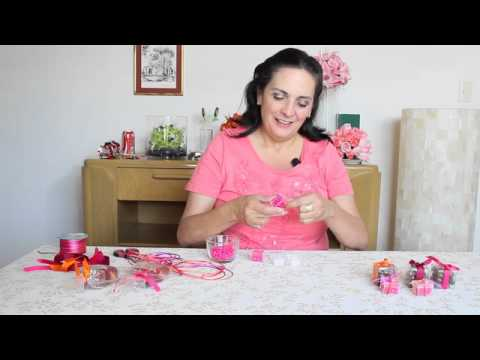C mo decorar cajitas para una mesa de dulces rosa youtube for Ideas para decorar mesa de dulces