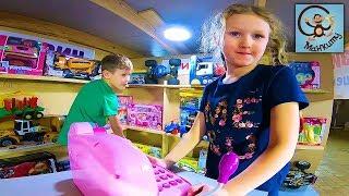 Манкиту Даня и Диана играют в магазин игрушек. Строим цветной магазин. МанкиТайм