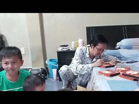 NSUT Vũ Linh ký tặng khán giả USB mini show cháu gái
