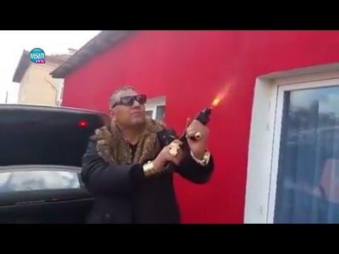 Мастит циганин се фука с бял Мерцедес и боен арсенал