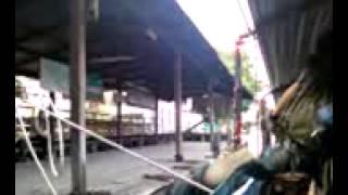 タイ・バンコクの運河ボートの乗り降り