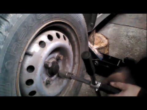 Как прокачать тормоза на ваз 2110 одному видео