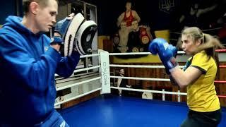 Бокс тренировка на лапах