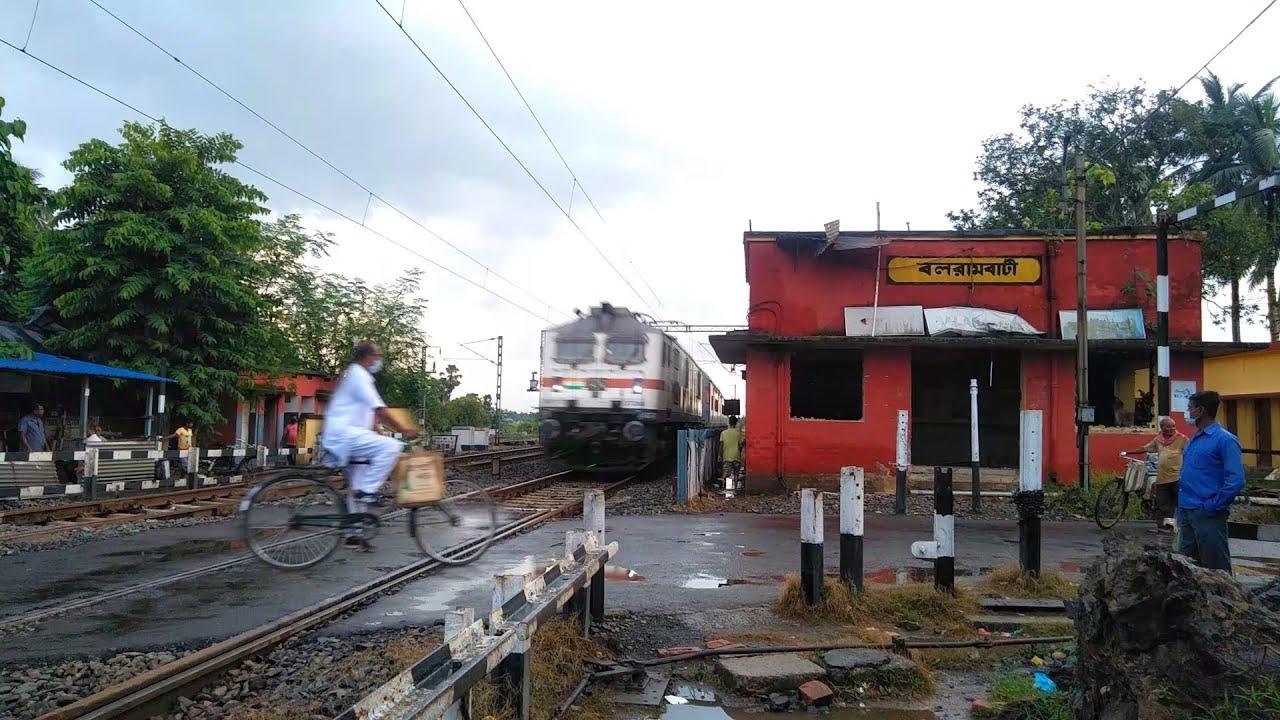 Train Like Bullets : Old Man Dangerously Cross Over Railgate