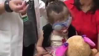 Göz nakli sonucu ilk kez dünyayı gören küçük kızın ve annesinin İlk tepkileri