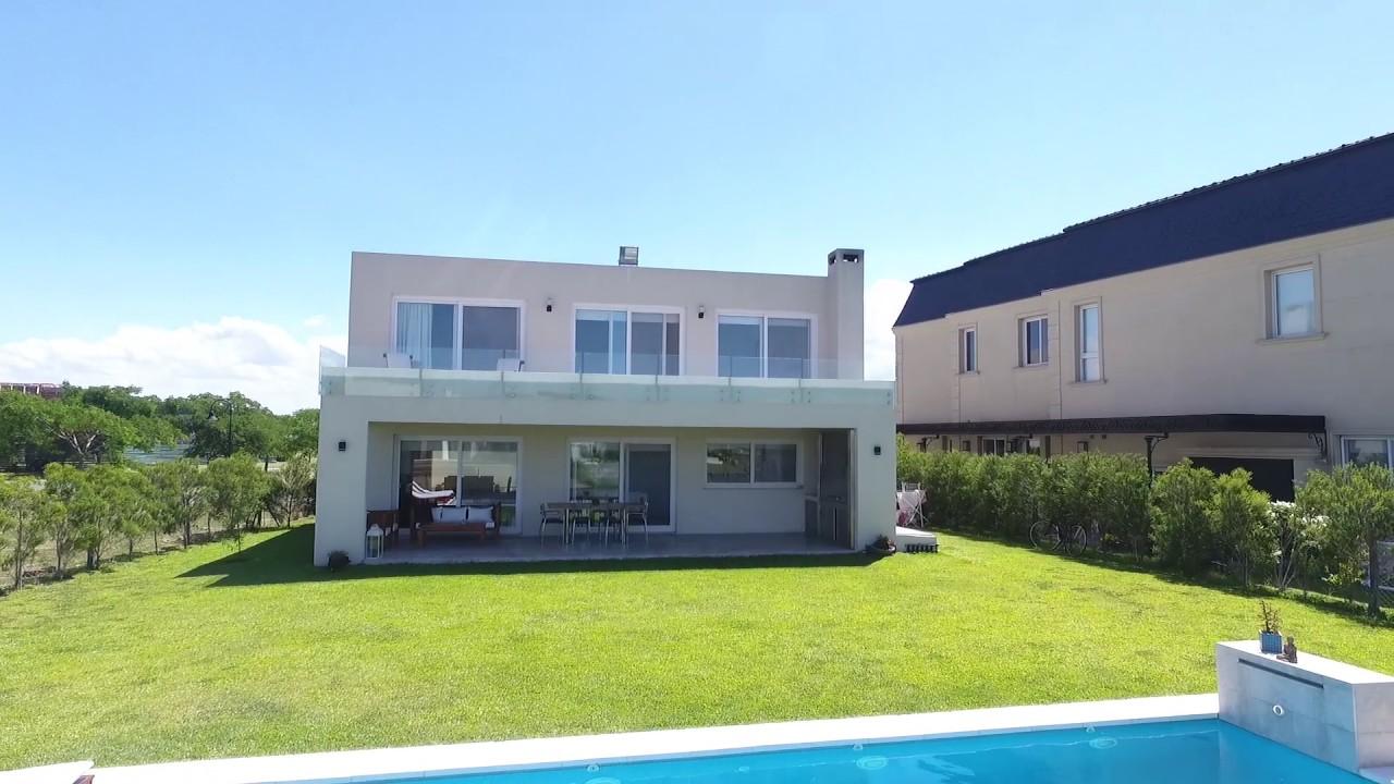 Hermosa casa en los lagos nordelta csx2893 youtube for Casa minimalista 90m2