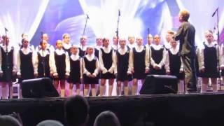 BOLERO (Ravel ) -  Meninas Cantoras de Petrópolis