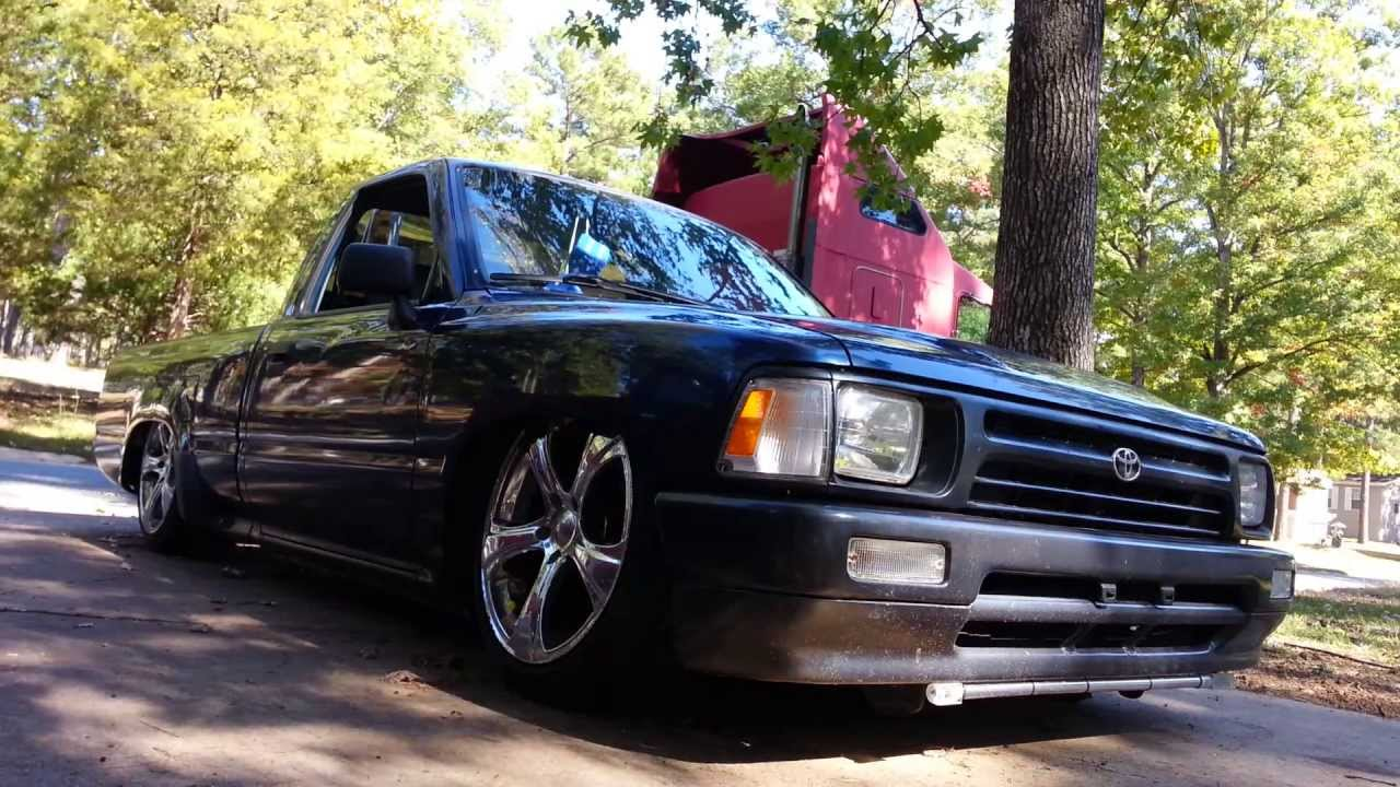 walk around of my bagged 1994 toyota pickup youtube. Black Bedroom Furniture Sets. Home Design Ideas
