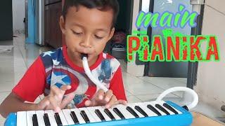 Anak kecil main pianika; Lagu Sedang Apa