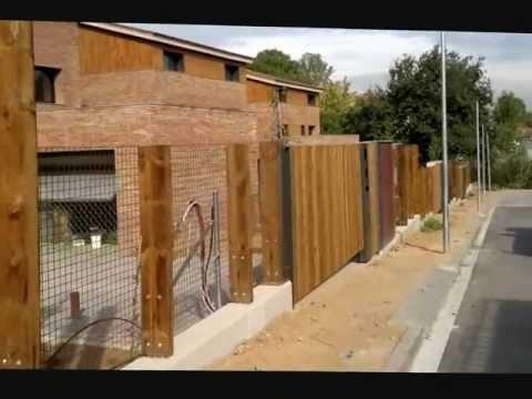 Vallas y puertas de madera de exteriores con traviesas y for Amaru en la puerta de un jardin