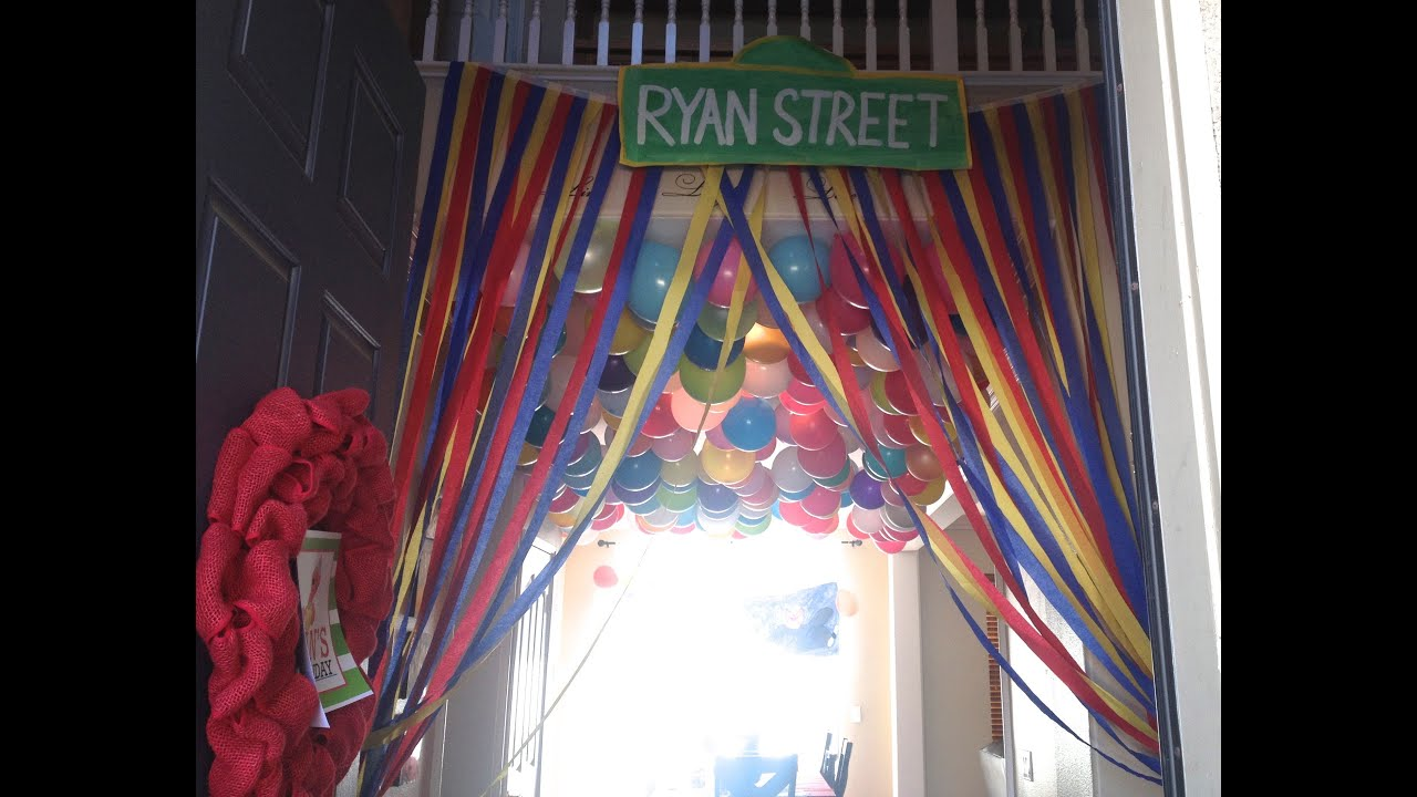 Elmo 1st birthday party ideas birthday party sesamestreet - Elmo Birthday Party Decorations Diy Streamer Curtains Sesame Street Party Decorations Youtube