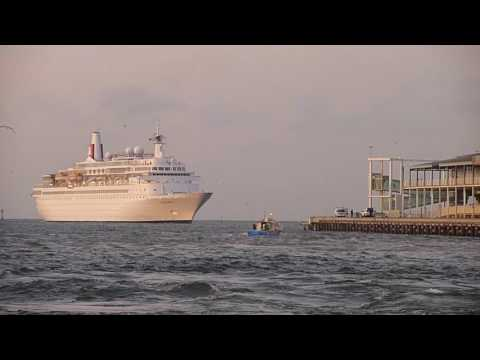 Cruise Ships To Station Pier _ Melbourne _ Australia