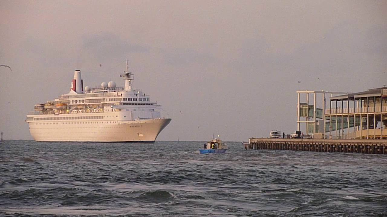Cruise Ships To Station Pier Melbourne Australia YouTube - Melbourne cruise ship terminal map