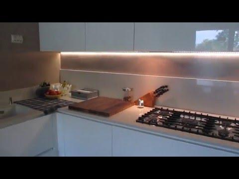 Come rivestire un tavolo da cucina con la pellicola cry doovi - Rasare su piastrelle ...