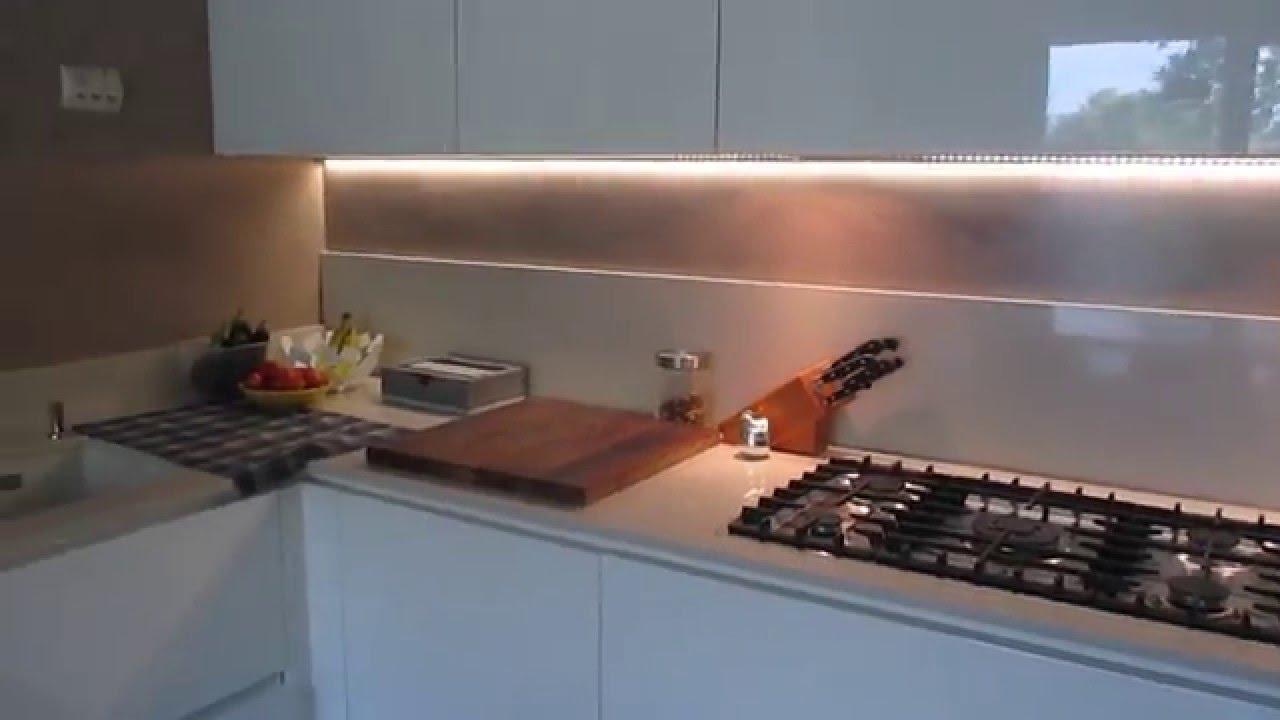 Rivestimento cucina senza senza piastrelle ti mostro la for Piastrelle paraspruzzi cucina