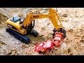 Машинки Маквин и Мэтр строят Замок из песка - Видео для детей